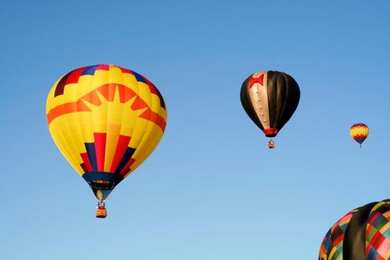 somadjinn-0053-vibrant-hot-air-balloons
