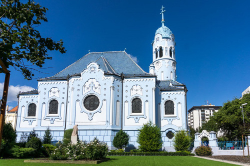 bratislava-the-two-drifters-st-elizabeth-blue-church-outside